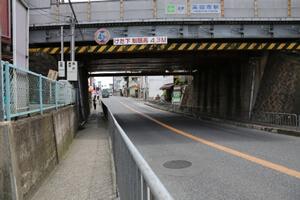 高田市駅高架下